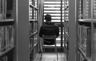 ¿Por qué las personas más inteligentes prefieren estar solas?