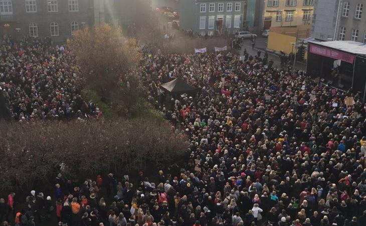 Las islandesas salieron a protestar por la brecha salarial (The Independent)