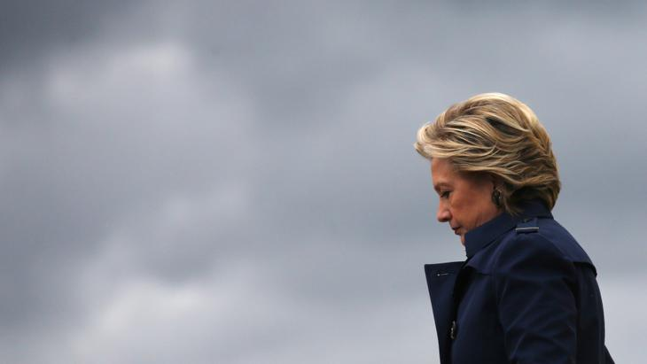 Hoy, Hillary Clinton dio la cara y recogió muchos de los guantes que le había lanzado Donald Trump en su <em>victory speech</em>