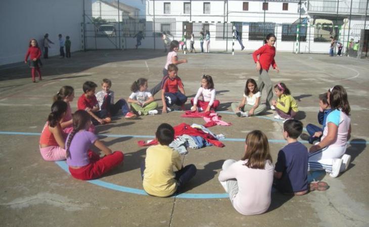 La zapatilla por detrás, uno de lo juegos más populares entre los profesores