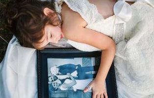 Niña de cuatro años se viste de novia cumpliendo el sueño de su madre fallecida por cáncer