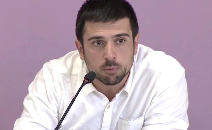Espinar compareció ante los medios para dar explicaciones