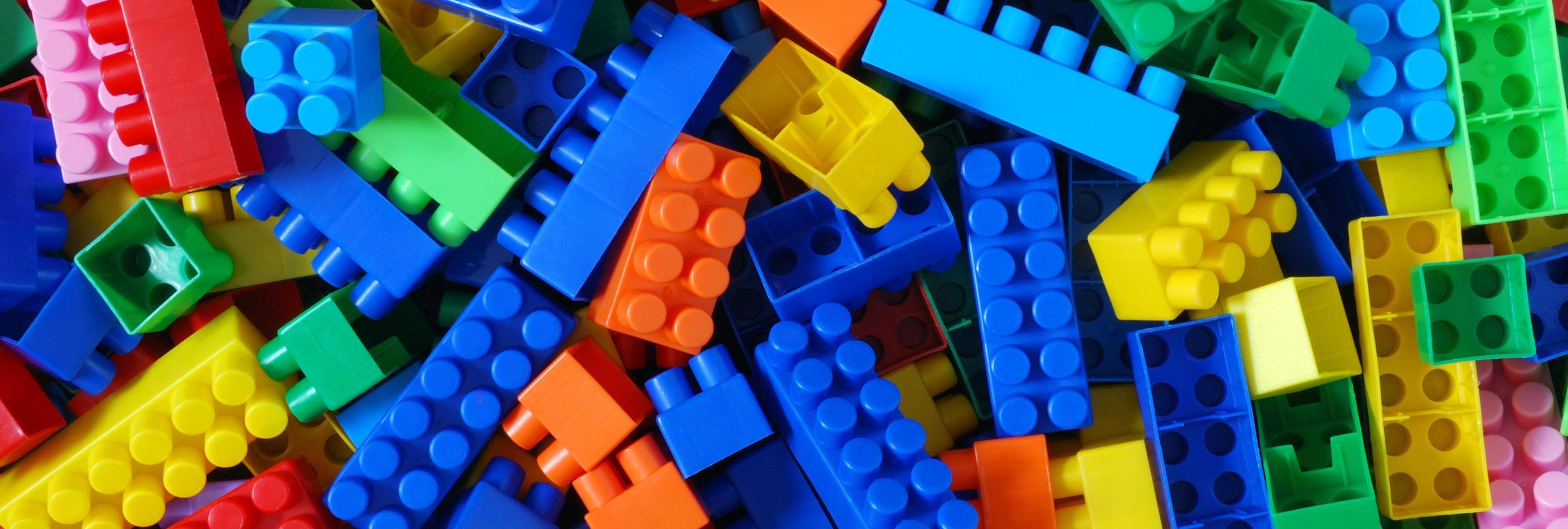 La polémica de Lego y su vinculación a medios de comunicación xenófobos y homófobos