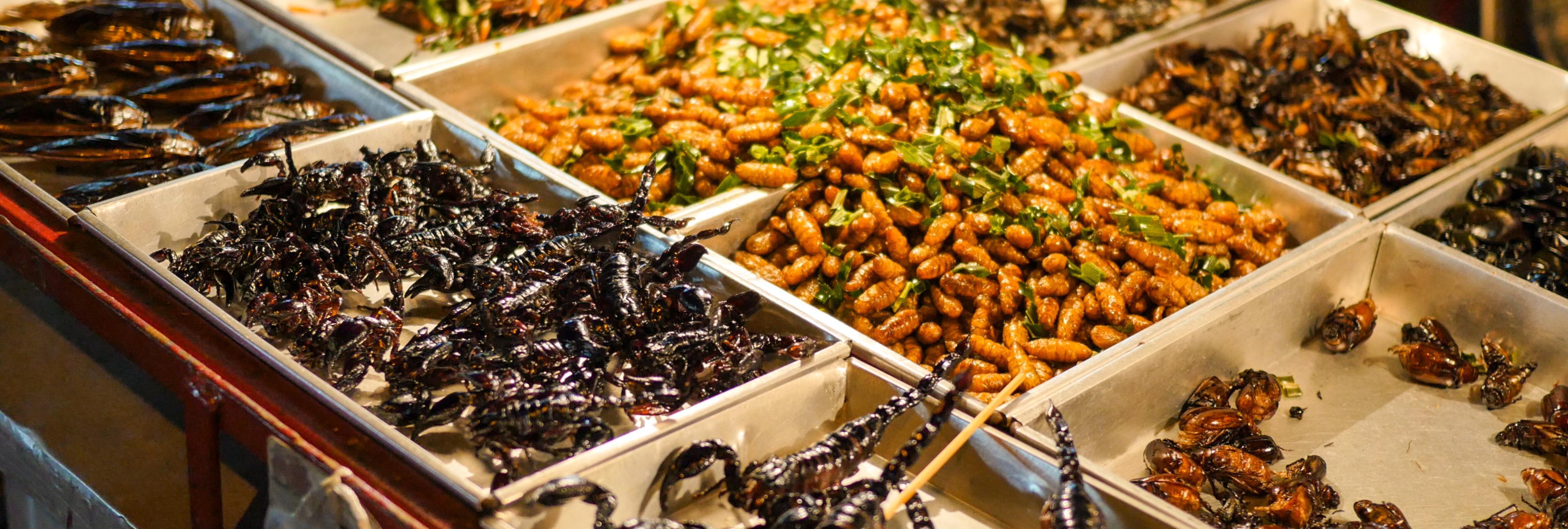 Una empresa obliga a sus empleados a comer gusanos vivos como castigo