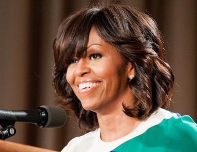 Una funcionaria de EEUU es despedida por llamar a Michelle Obama 'simio en tacones'