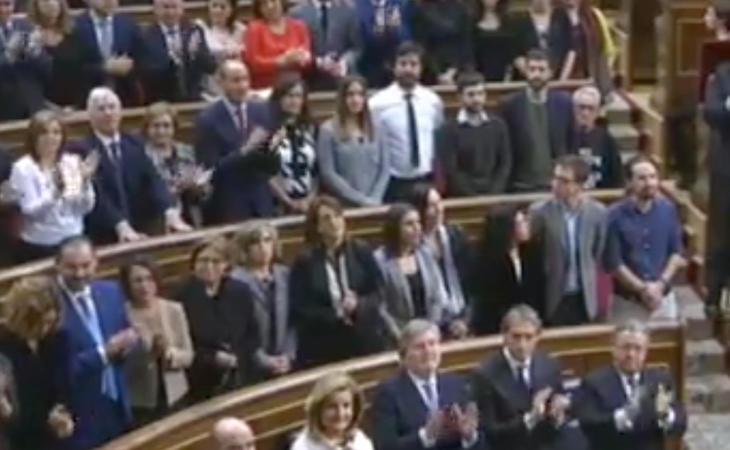 Unidos Podemos no aplaude al Rey ni al himno.