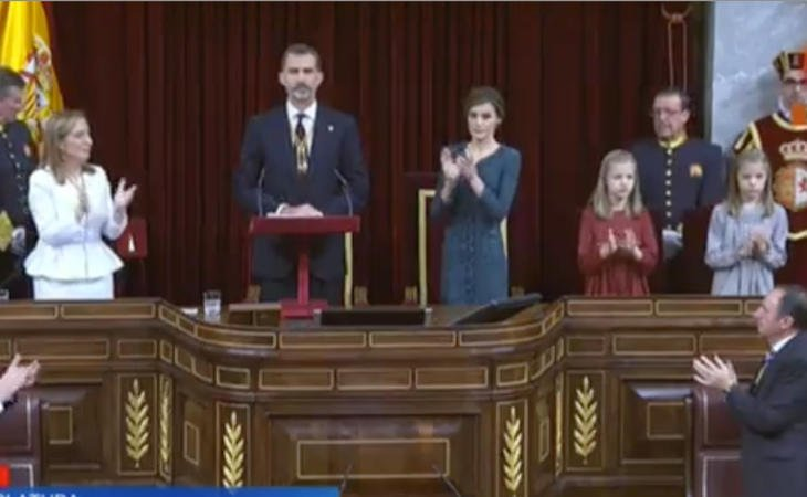 Ana Pastor se le adelanta al Rey antes de que dé por abierta la XII Legislatura