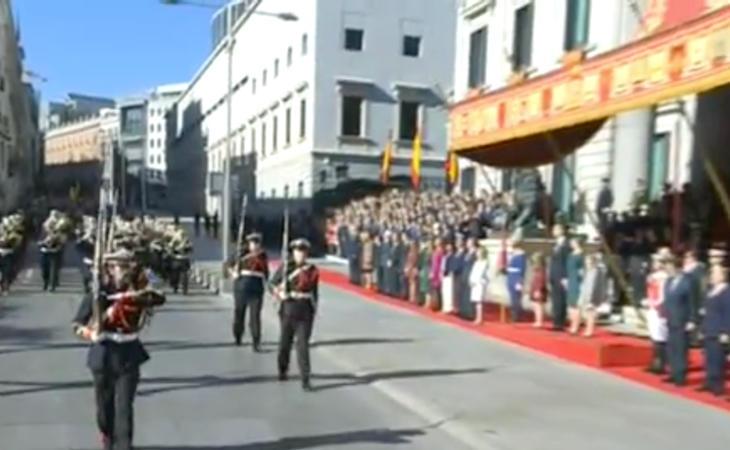 Desfile militar que cierra la apertura de la XII Legislatura