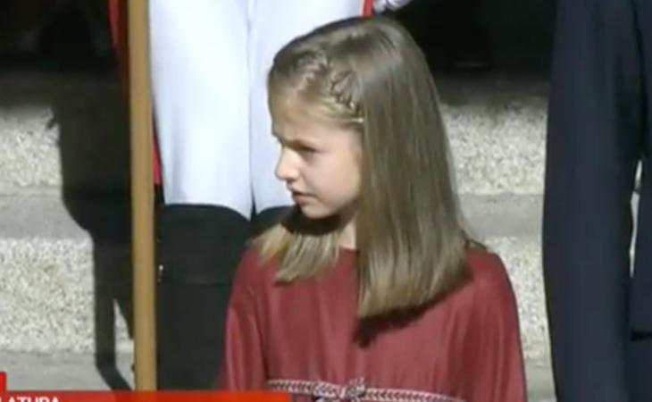 La Princesa de Asturias muy atenta al desfile militar