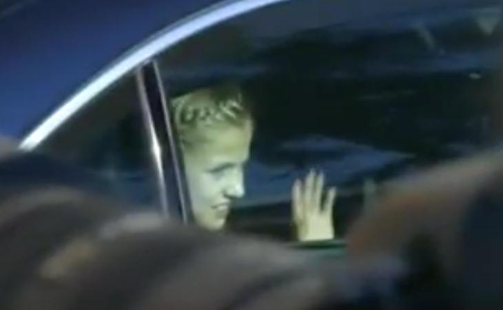 La Princesa Leonor es una diva. Saluda desde el coche como la Pantoja