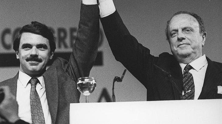 Fraga, un día franquista, demócrata al siguiente