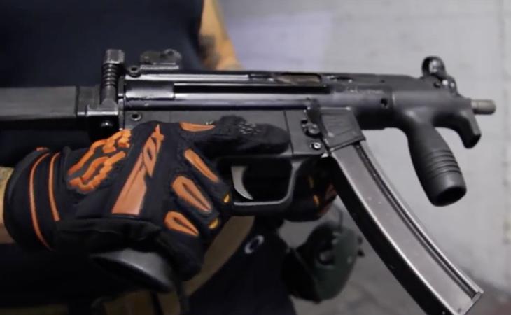 Las armas son completamente idénticas que sus homólogas reales