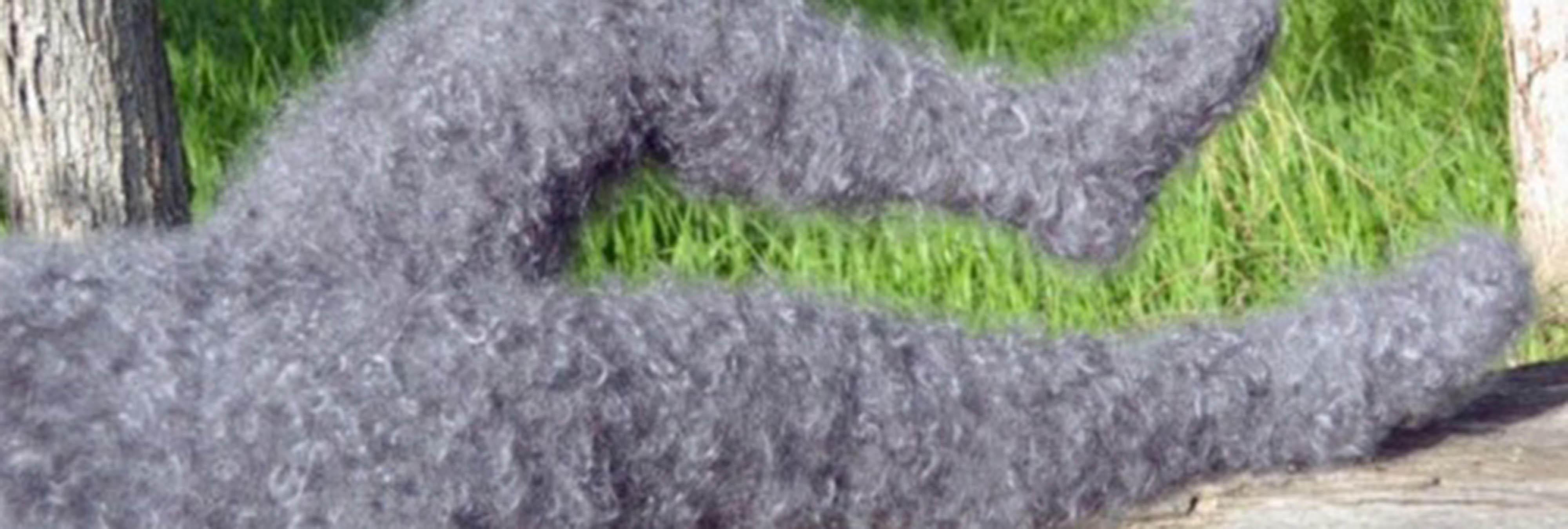 Rusia planta cara al frío con leggins de pelo, literalmente