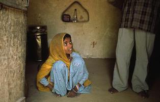 En la India cuesta menos comprar una mujer que una vaca