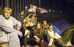 Fans de Justin Bieber llevan durmiendo tres meses en la calle para ver a su ídolo