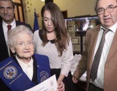 Una mujer de 94 años se licencia en Química