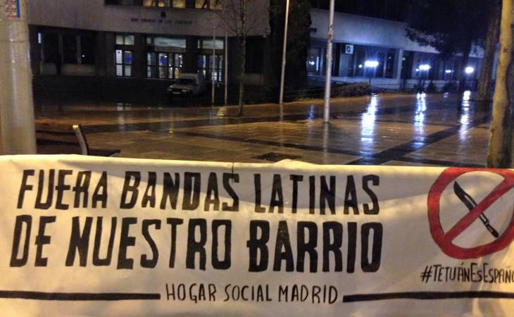 Pancartas de manifestaciones racistas