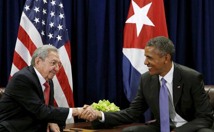 Barack Obama y Raúl Castro se daban la mano en la histórica visita del presidente de EEUU a Cuba