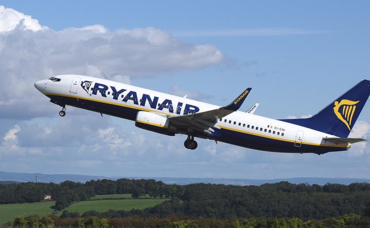 Ryanair compite por ser la compañía más barata del mercado