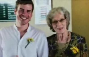 """Un cura prohíbe a un hombre cantar en el funeral de su abuela por su """"estilo de vida homosexual"""""""