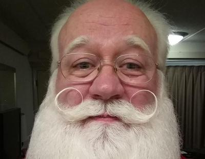 Un Papá Noel concede el último deseo a un niño terminal, que muere en sus brazos