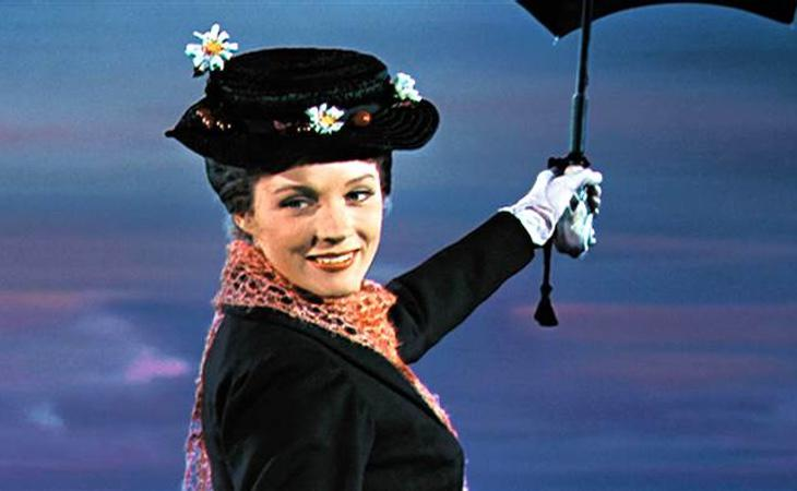 Mary Poppins, interpretada por Julie Andrews