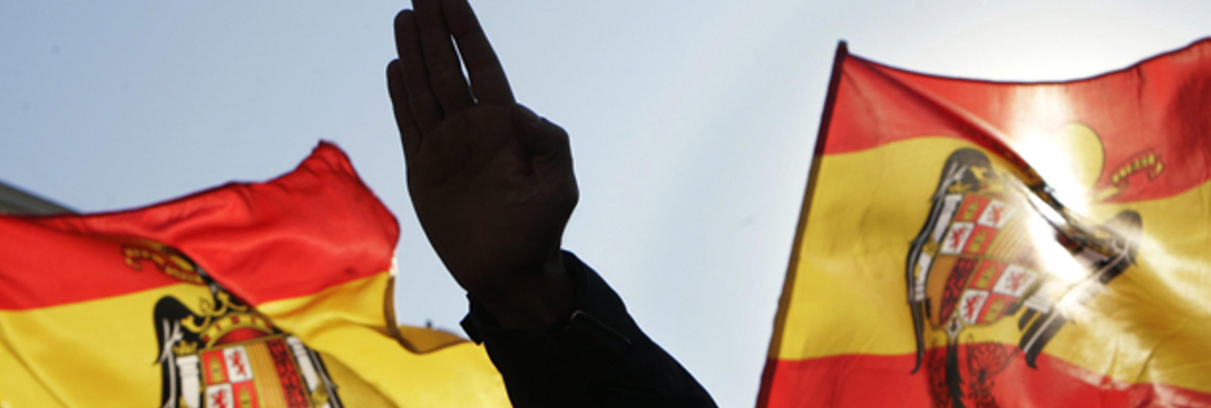 El PP de Alella incluye la bandera franquista en su felicitación navideña