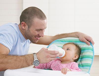 Dos semanas más de permiso por paternidad en España, ¿cómo es en el resto de Europa?