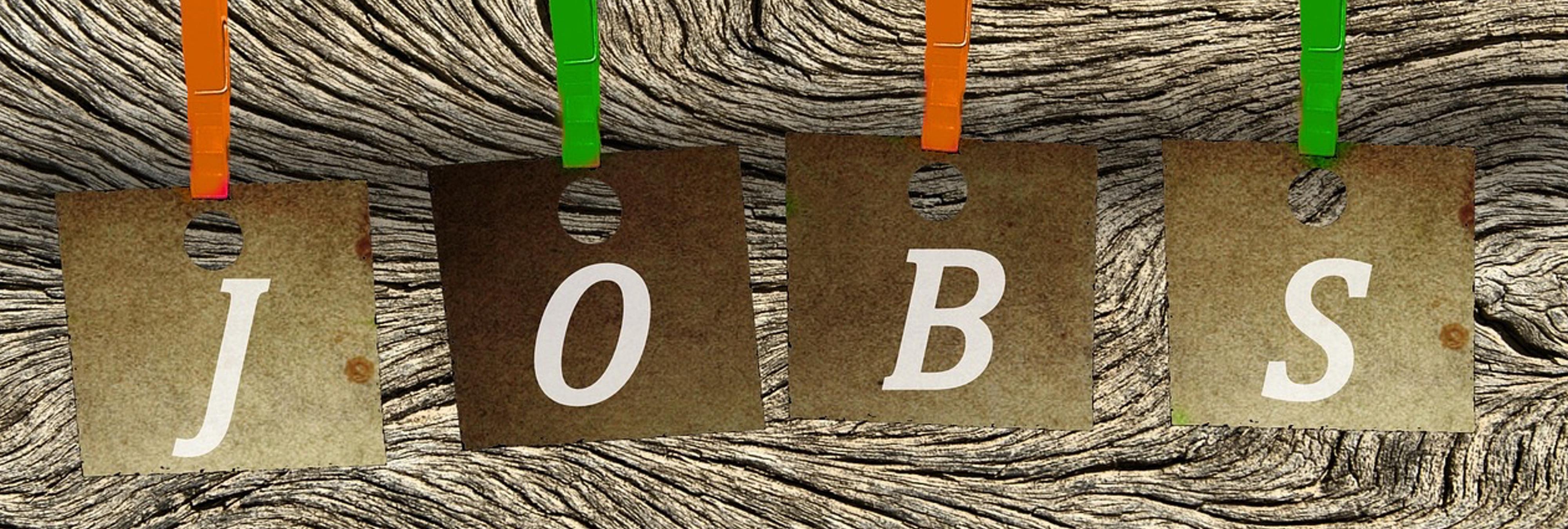 El colmo de las ofertas de empleo engañosas: 'azafata' como sinónimo de 'prostituta'
