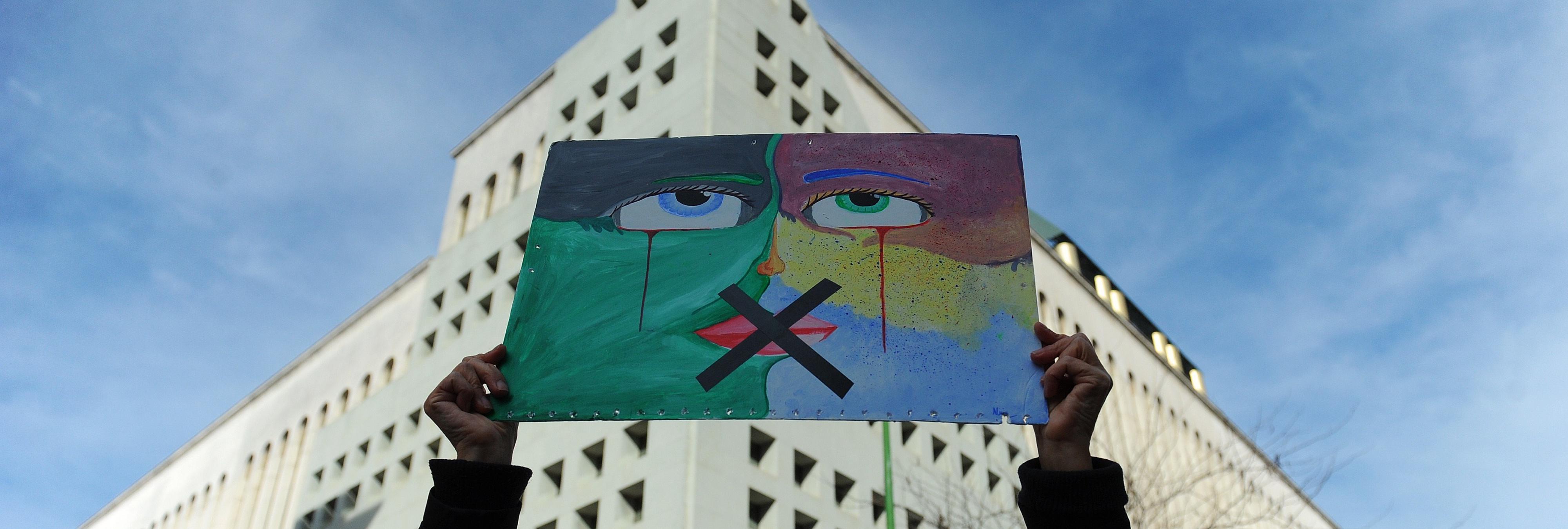 Cifuentes quiere imponer su propia 'Ley Mordaza' en la Comunidad de Madrid
