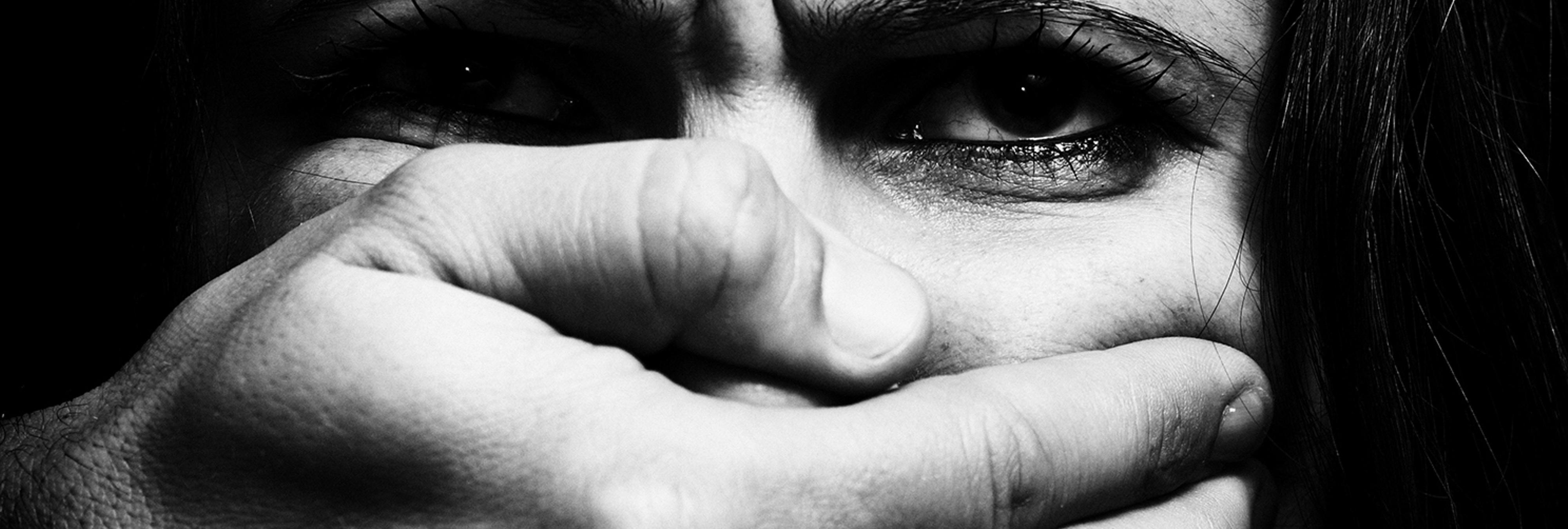 Impiden que una mujer con el 80% del cuerpo quemado por el ataque de su novio declare contra él