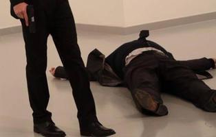 Muere tiroteado el embajador ruso en Turquía