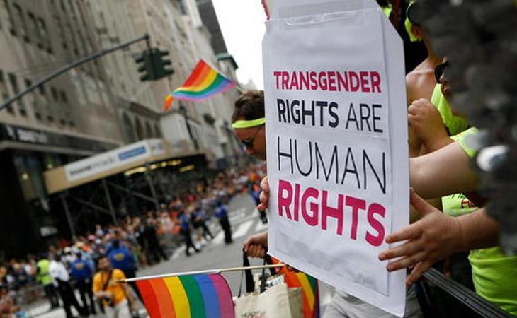La Plataforma por los Derechos Trans denuncia que el PSOE quiera mantener las unidades de identidad de género