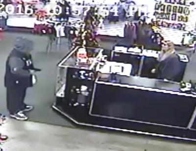 Entra a robar a un sex shop y le expulsan a golpe de consolador