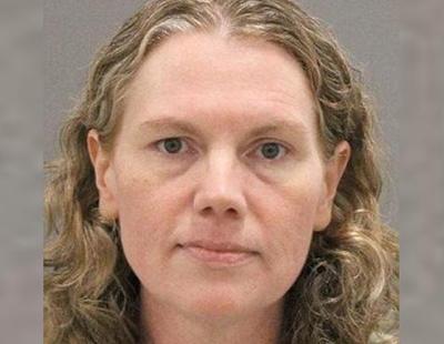 """Una mujer apuñaló a su hijo 55 veces porque estaba """"siendo perseguida por Satán"""""""