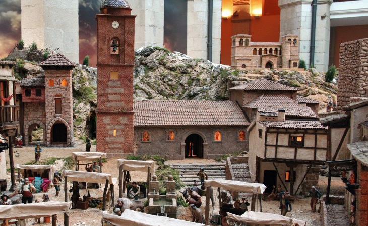 Fachadas británicas, monasterio al fondo y hasta torre del relok¡j