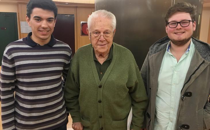 Alfonso con sus nietos Aitor y Pedro (FCINCO)