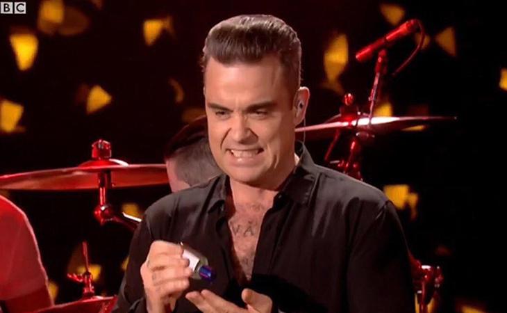 Robbie Williams se jugó la vida al tocar a sus fans