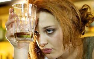 No todo es culpa del alcohol, las emociones también provocan resaca