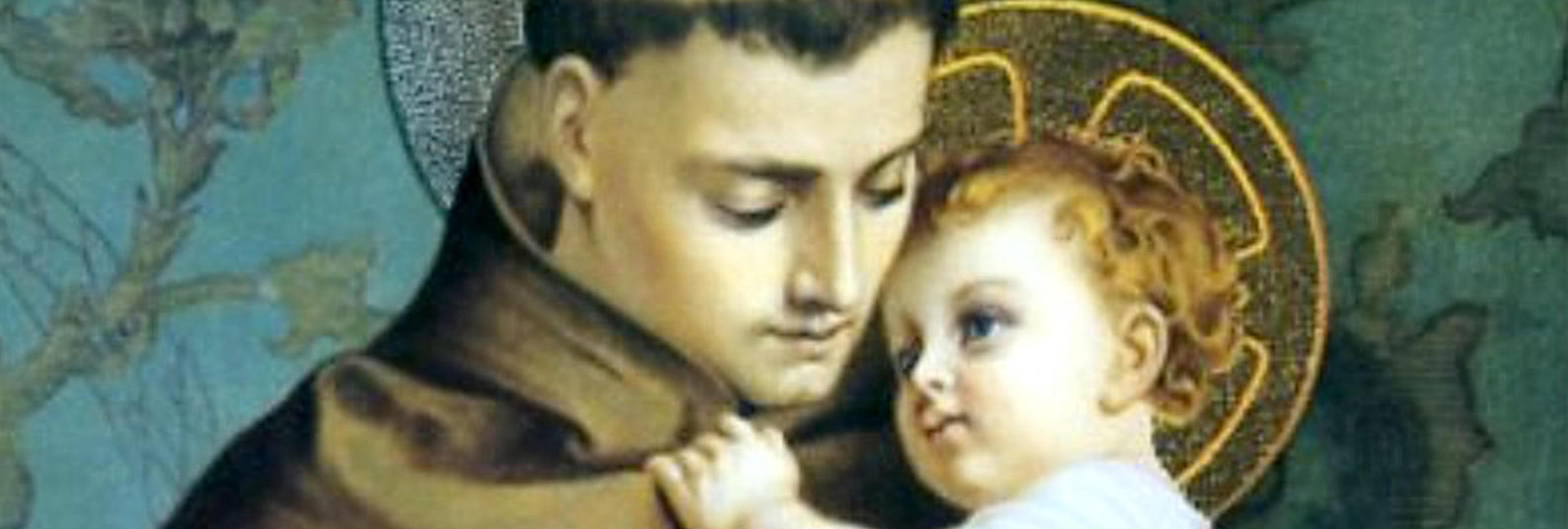 Una señora reza a diario a una figura de 'El Señor de los Anillos' creyendo que es un santo