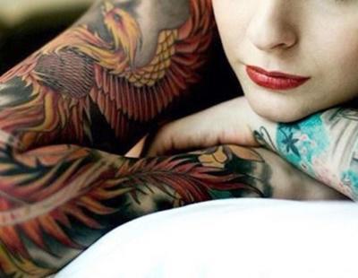La tinta de los tatuajes podría conllevar riesgos importantes para la salud