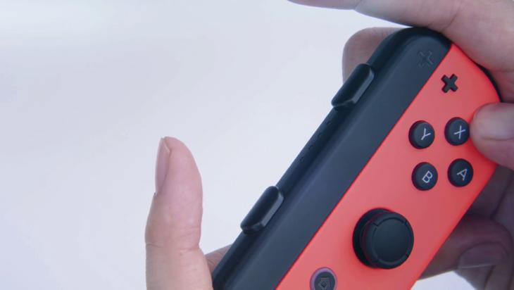 El pequeño mando tendrá otros colores como azul y rojo