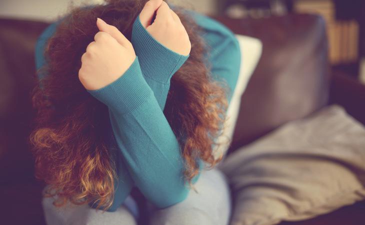 Fuertes dolores de cabeza es uno de los principales síntomas
