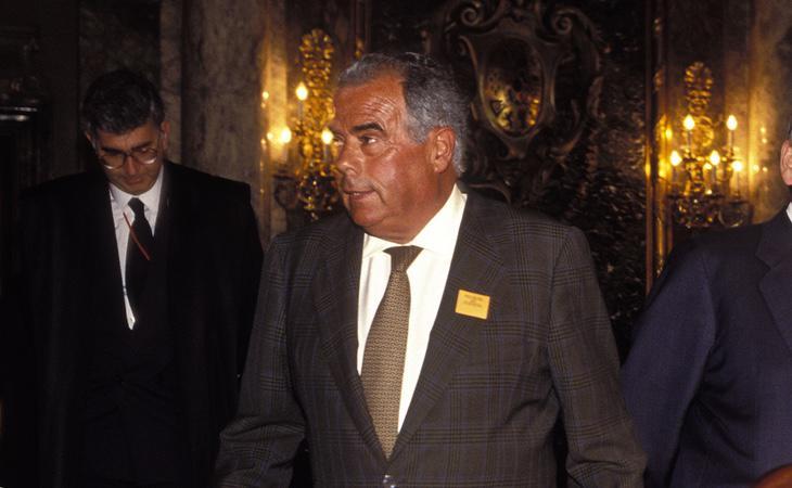 El extesorero del PP, Rosendo Naseiro, que había sido imputado a prinicipios de 1990 por un caso de financiación irregular en el PP, mantuvo varios negocios con Bárcenas