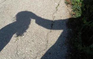 Un director de escuela y tres profesores violan a una menor discapacitada