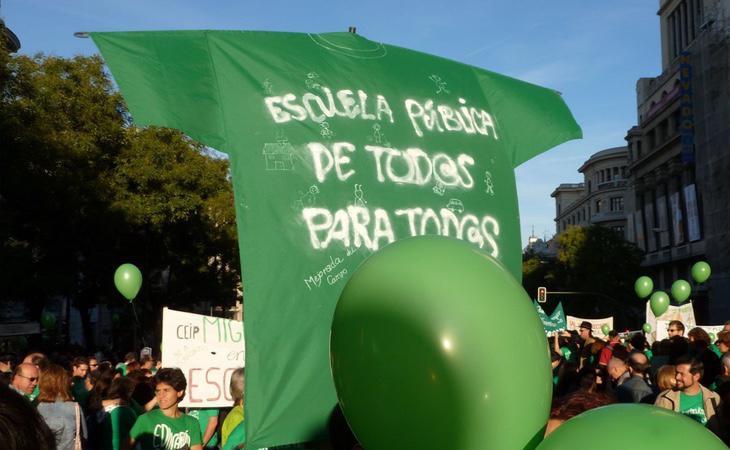 La Marea Verde ha protestadoi constantemente durante los años de la Crisis en contra de los recortes en Educación
