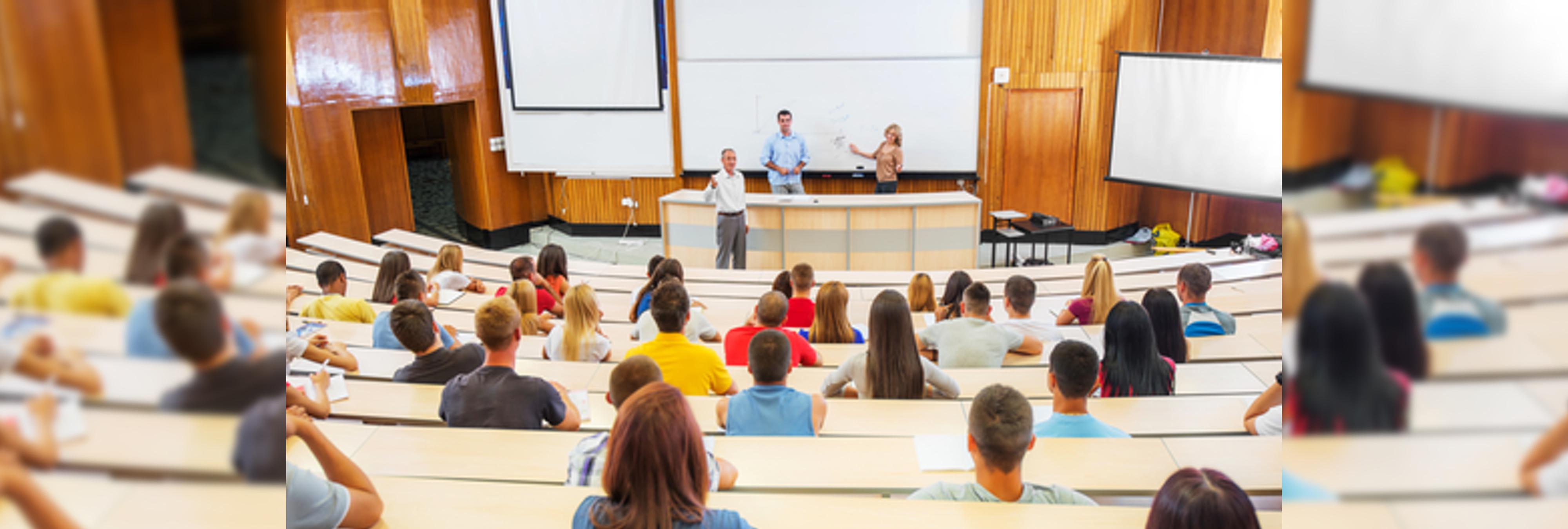 El Gobierno recorta el doble en profesores que en la Guardia Civil