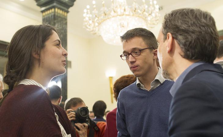 Íñigo Errejón, junto con el exportavoz en la Asamblea de Madrid, José Manuel López y la portavoz del Ayuntamiento de Madrid, Rita Maestre