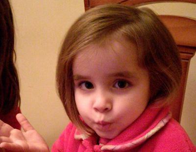 Esta niña de cuatro años ha donado su pelo a enfermos de cáncer