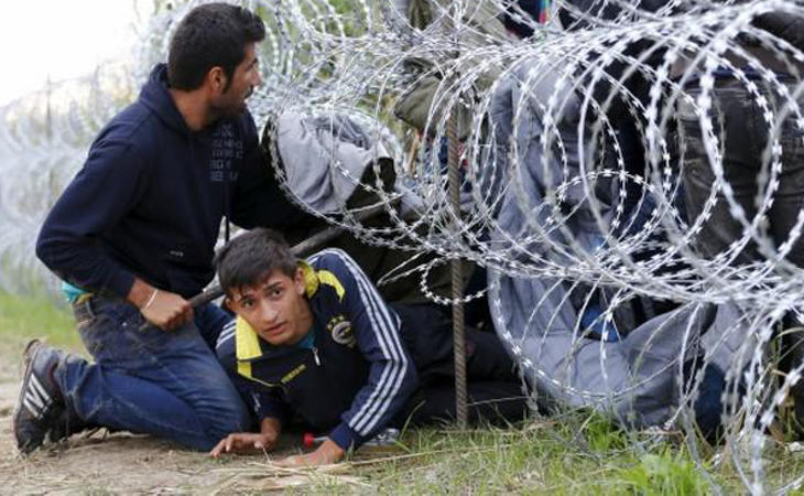 Otros 135 kilómetros de alambrada separarán a los refugiados de Hungría